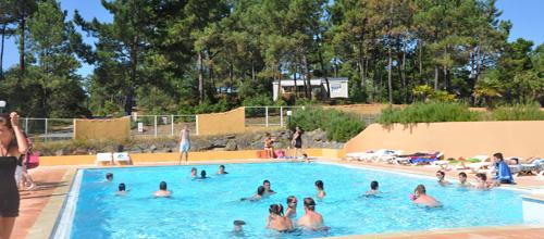 Contrairement à la plupart des hôtels de Saint Hilaire de Riez vous aurez accès au Domaine des Pins à une piscine extérieure