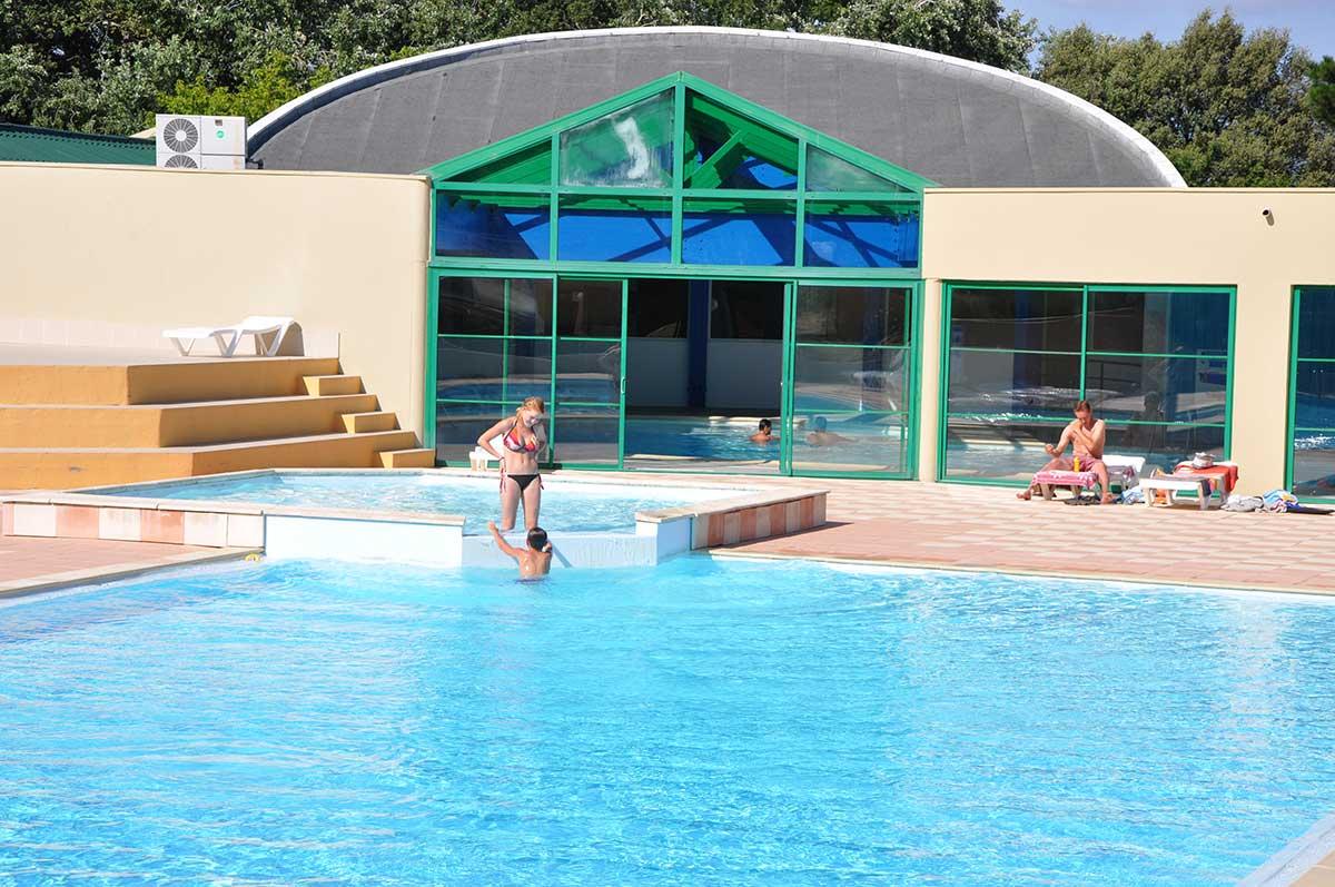 le Domaine des Pins piscine