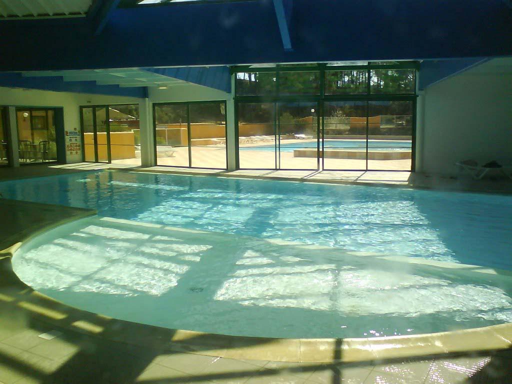 le Domaine des Pins piscine couverte